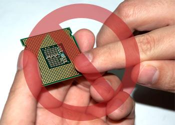 Berühren Sie die Goldkontakte unten an der CPU nicht